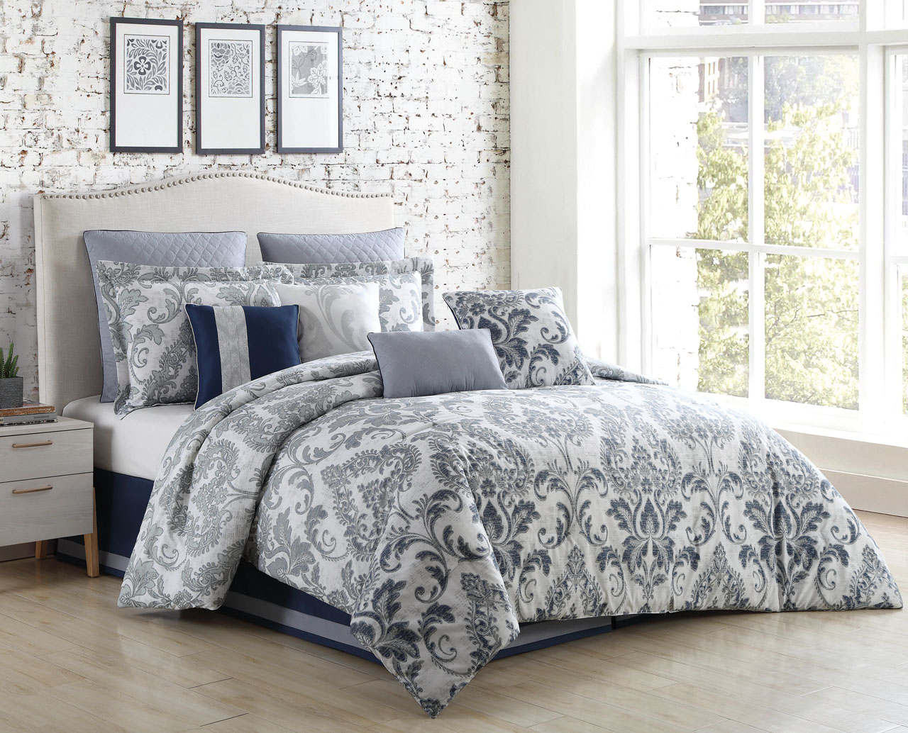 ecrins pleasure of home silver the comforter set lodge