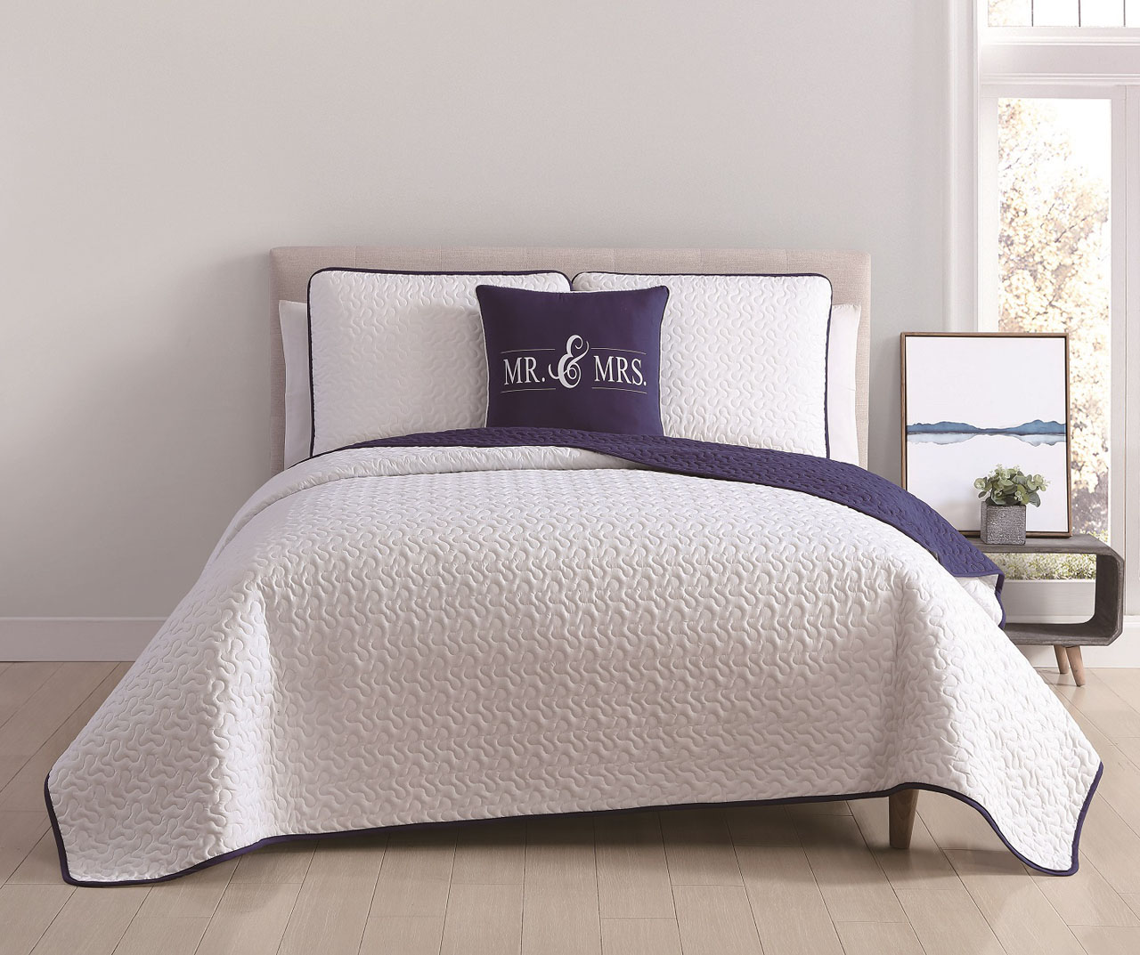 4 Piece Jackson White Navy Quilt Set