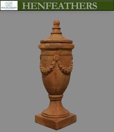 Arezzo Finial Urn with Lid {USA}n