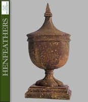 Blenheim Finial {USA}n