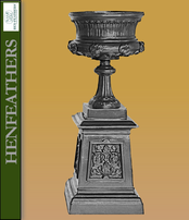 New Orleans Urn on Pedestal {USA}n