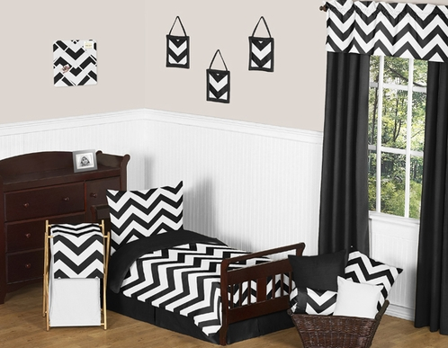 Black and White Chevron Toddler Bedding - 5pc Set by Sweet Jojo Designs - Click to enlarge