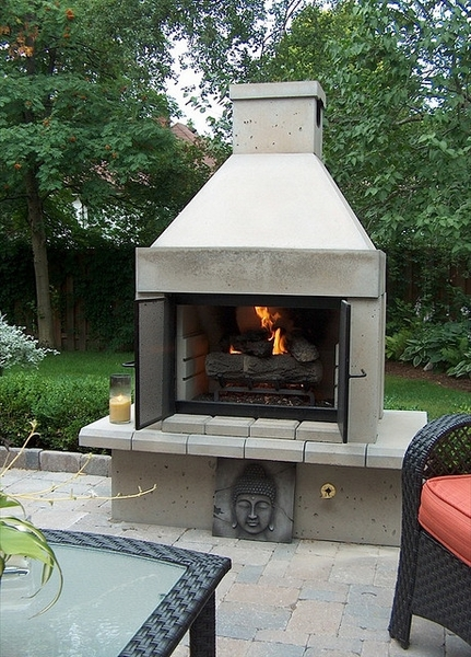 stone open face outdoor gas fireplace with gas logs and burner