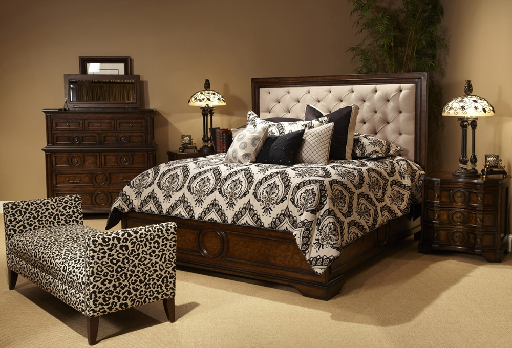 Bella Cera King 5 PC Bedroom Set w Fabric Tufted Headboard