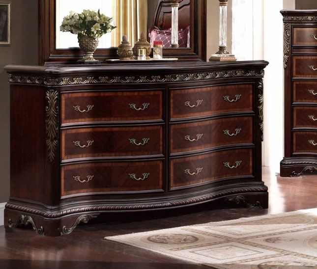 Bella Traditional Carved Leaf 6-Drawer Dresser With Mahogany Finish