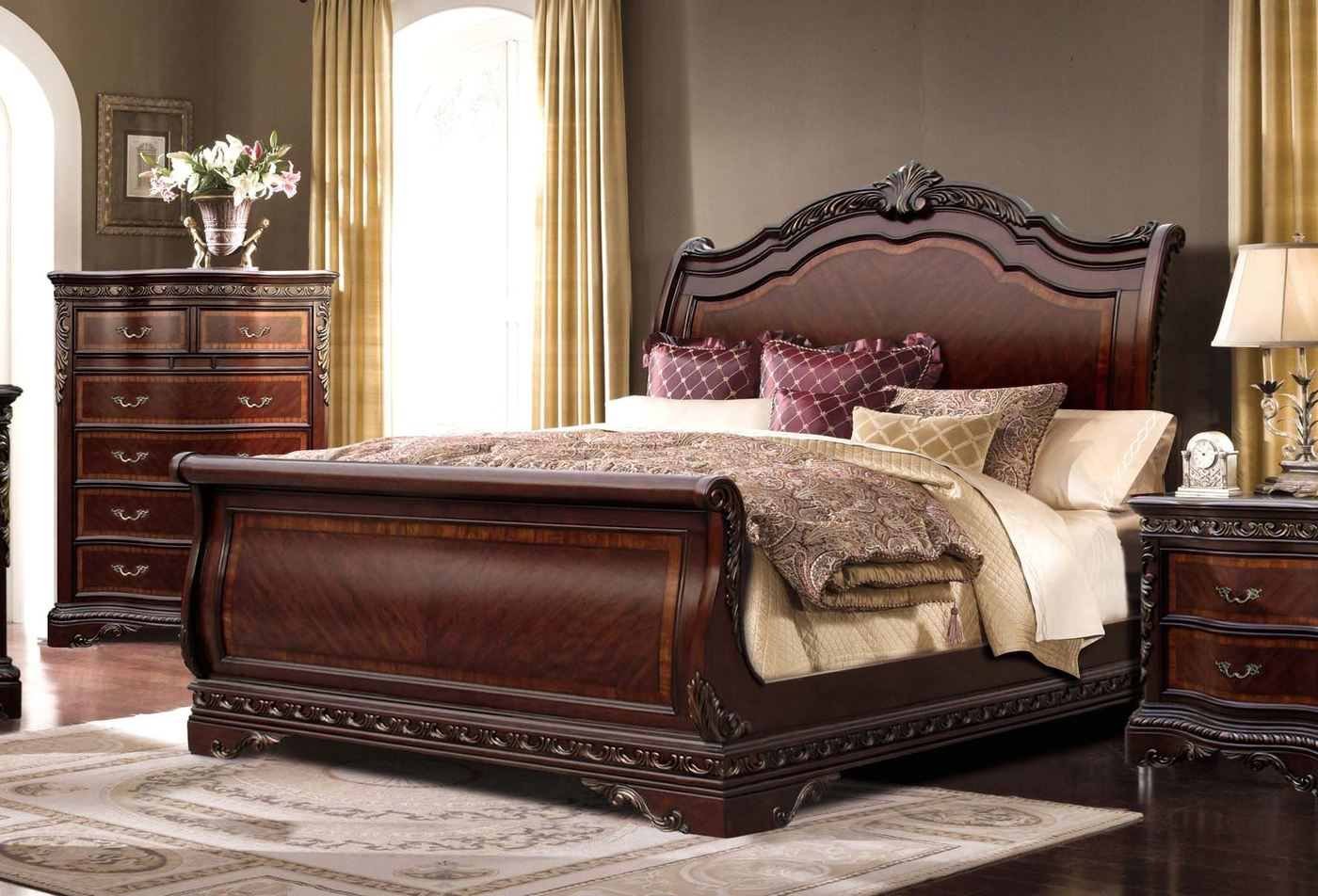 Bella Traditional Ornate King Sleigh Bed With Mahogany Finish