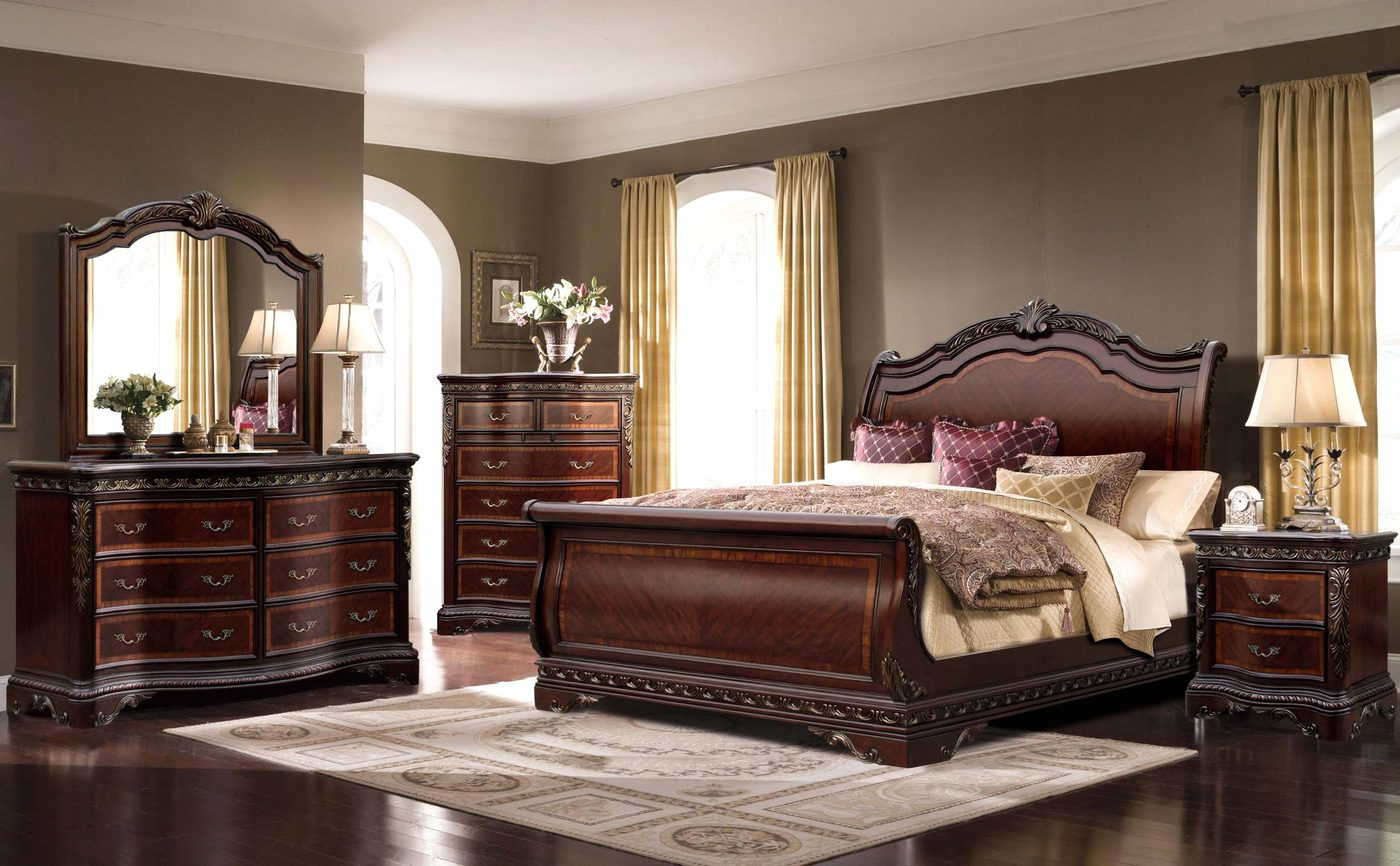 Bella Traditional Ornate Queen Sleigh Bed With Mahogany Finish