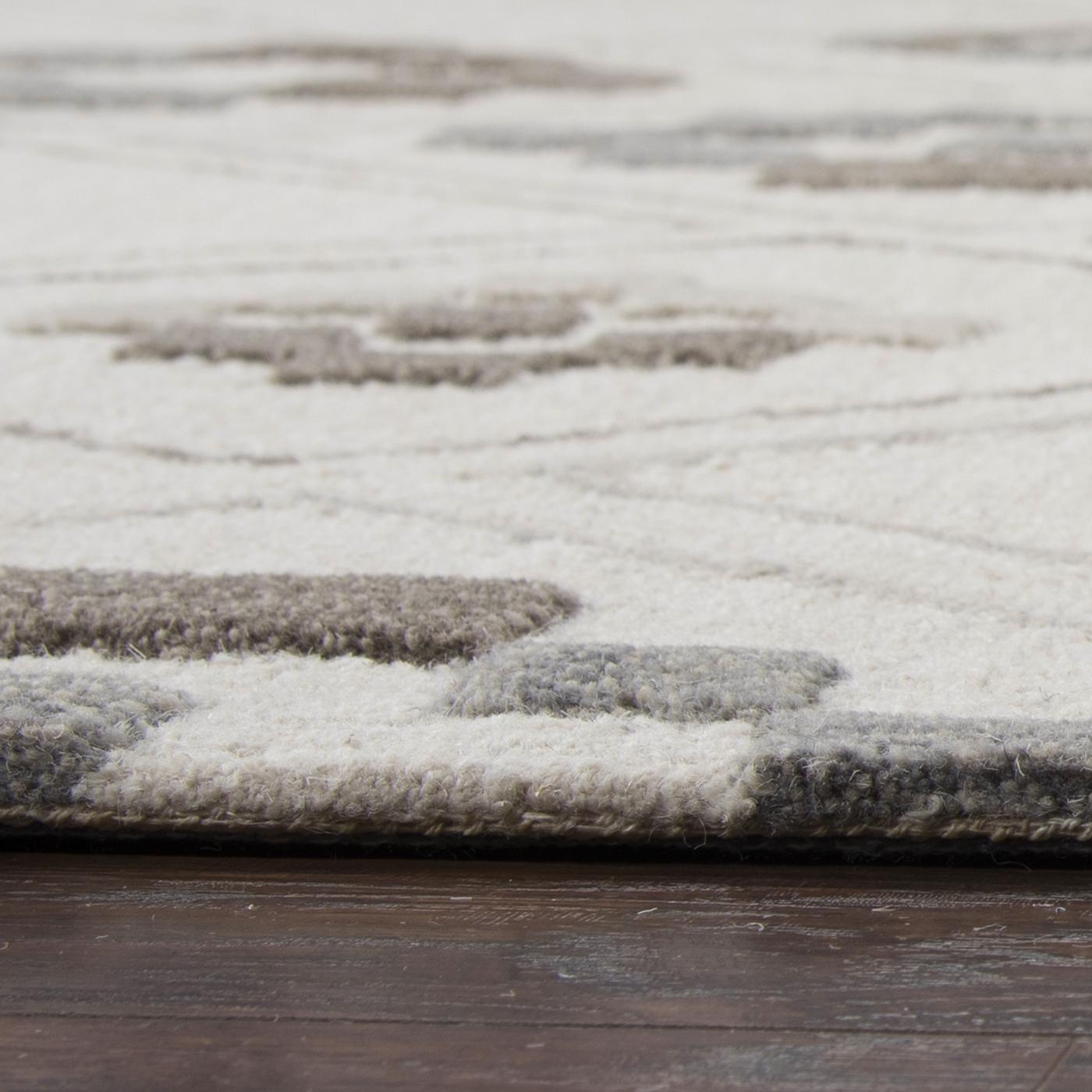 Caterine Abstract Diamond Pattern Wool Area Rug In Silver