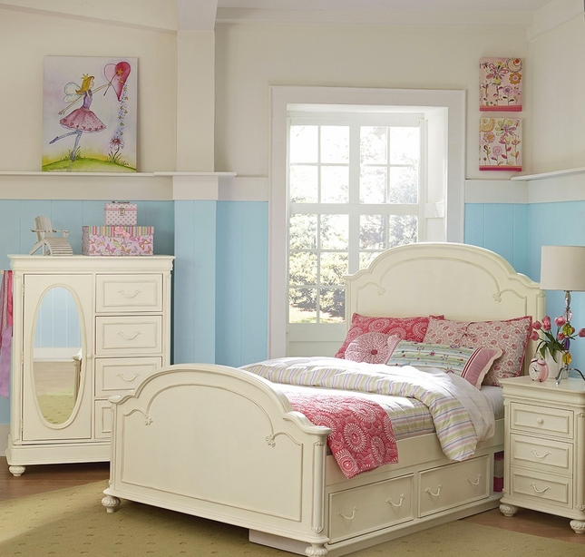Charlotte Kids Traditional Arched Top Panel Full Bed in Antique White Finish