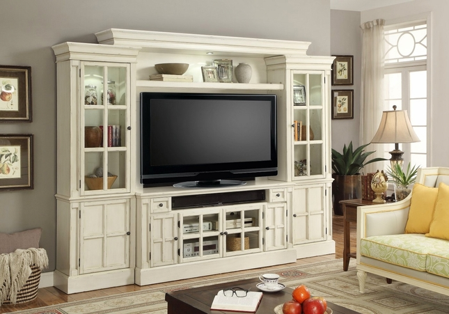 Charlotte Antiqued 62 Quot Entertainment Center In Vintage