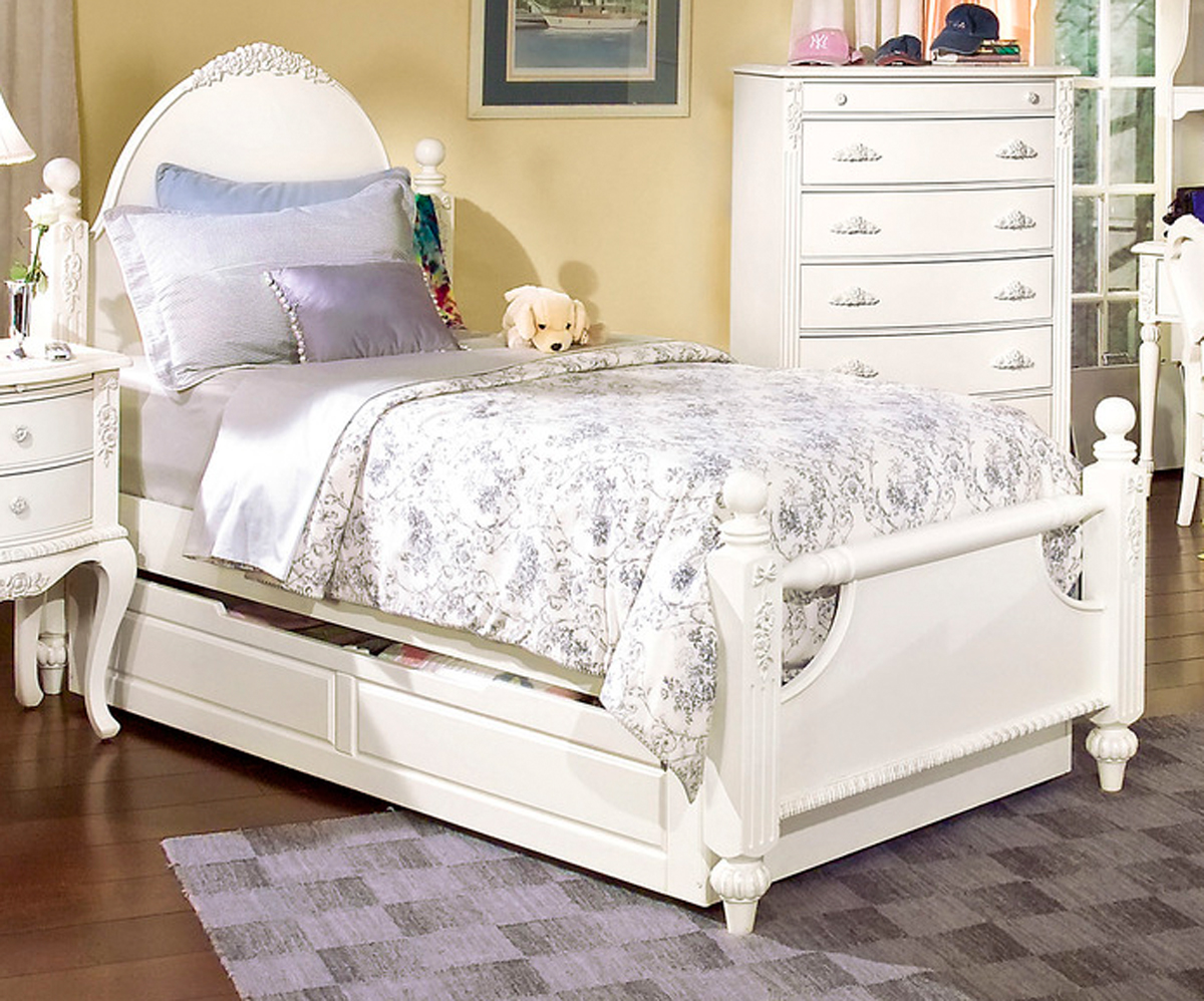 Cheri Full Size Poster Bed Trundle American Woodcrafters