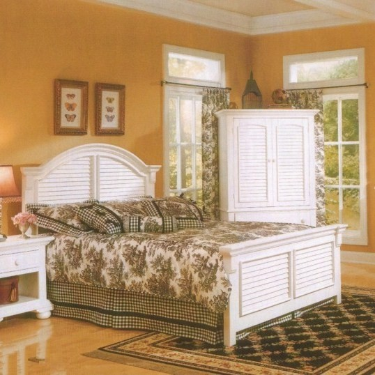 Cottage Traditions Eggshell White King Size Panel Bed