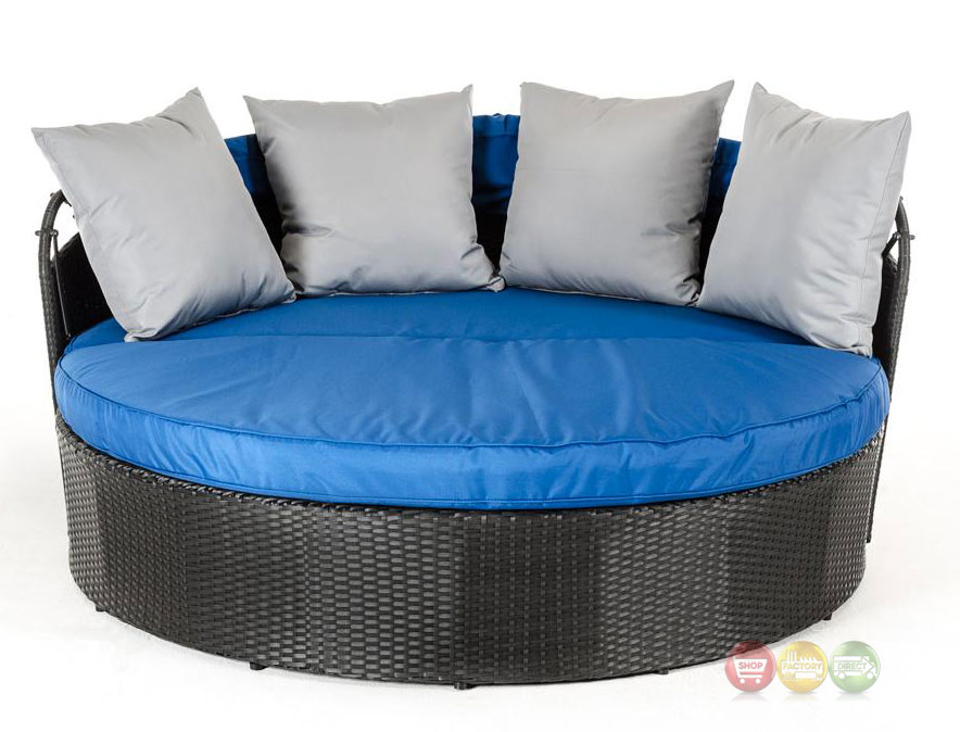 Cove Outdoor Round Day Bed With Blue Retractable Canopy