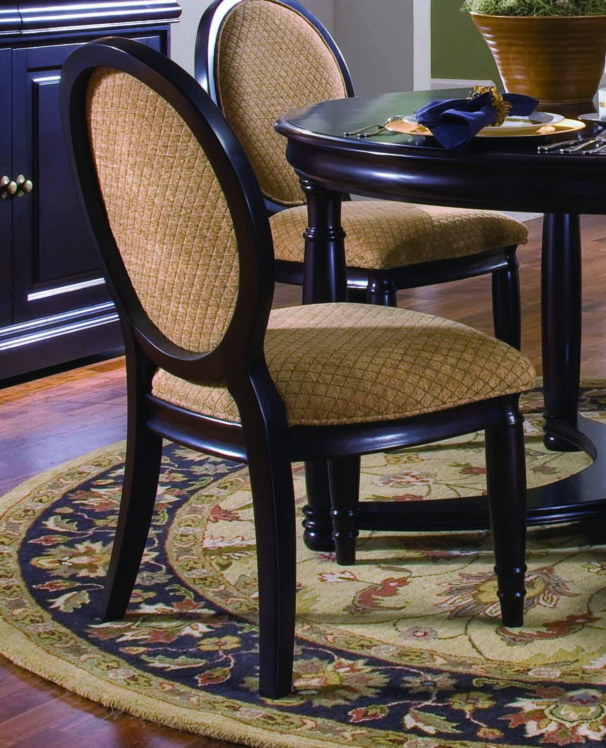Furniture for Duncan 5 dining room table