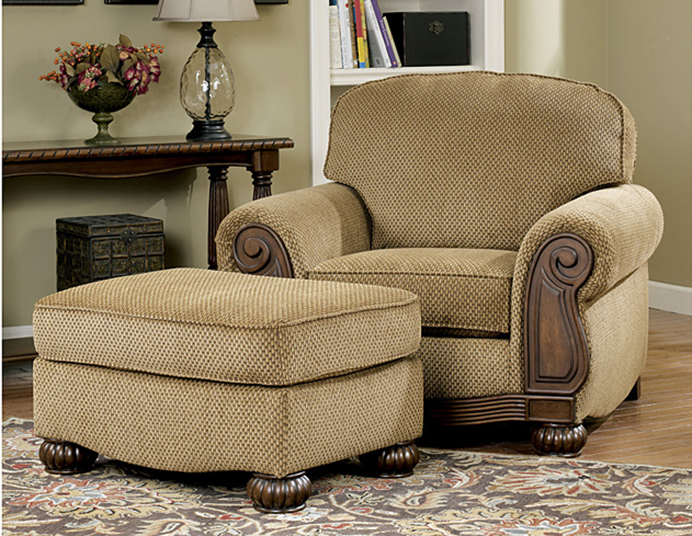 Lynnwood traditional living room furniture set by ashley for Family room chairs