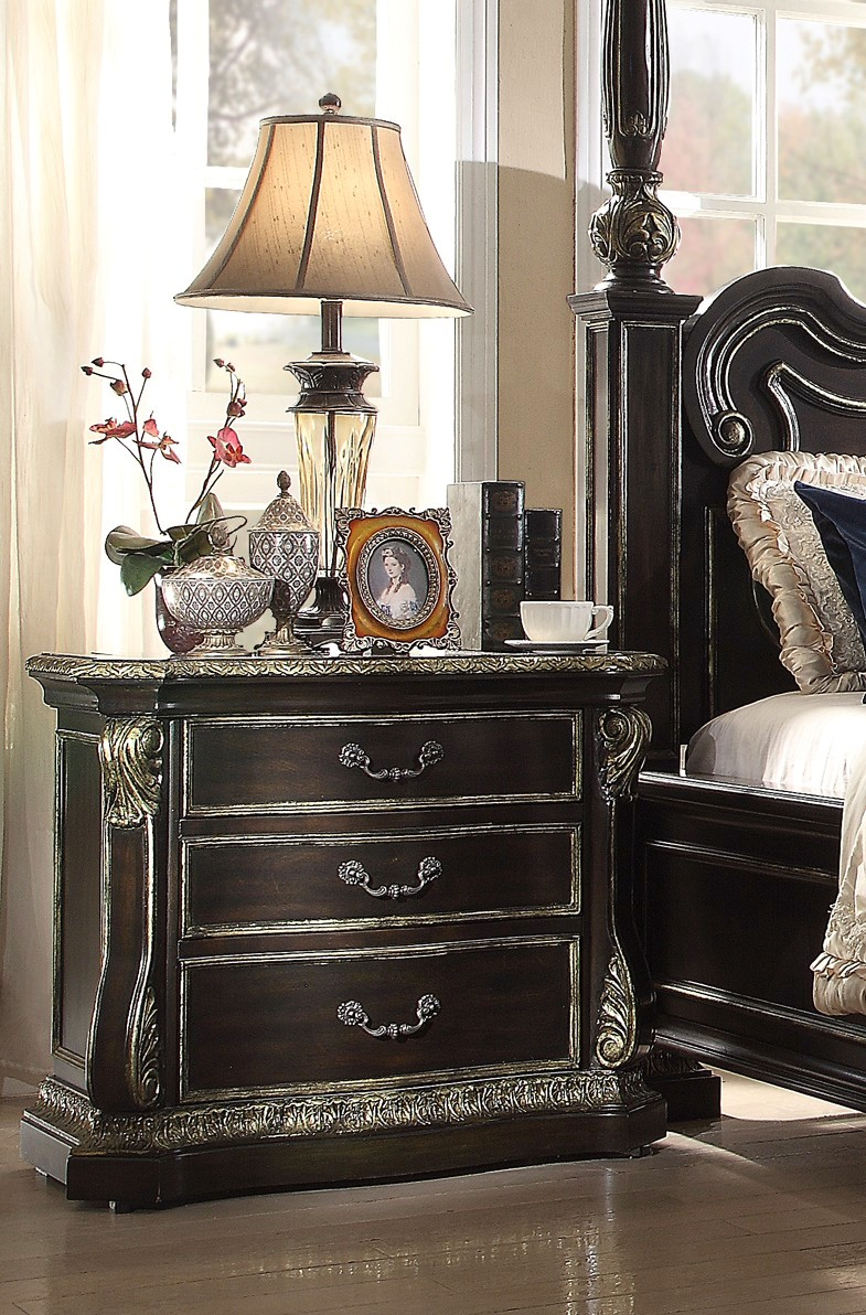 matteo gothic style 4 pc california king bed set in ebony finish. Black Bedroom Furniture Sets. Home Design Ideas