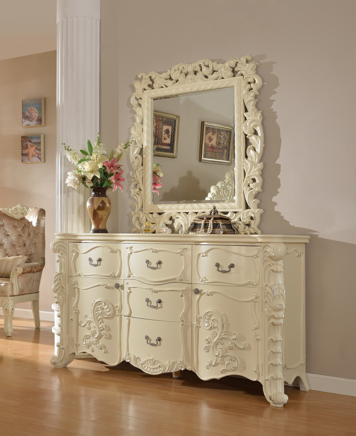 Novara French Ornate Crystal Tufted 4-Pc Queen Bedroom Set