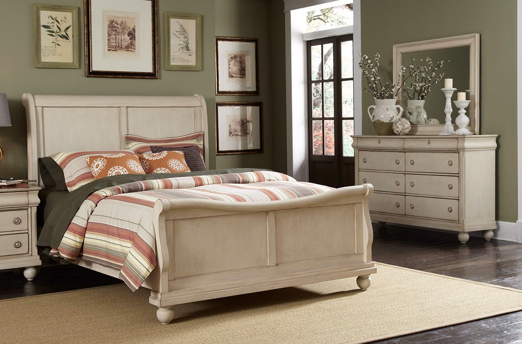 White Sleigh Bedroom Furniture