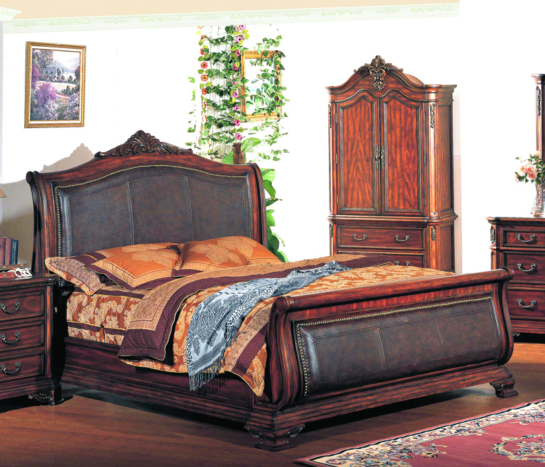 Tipton King Traditional Leather Sleigh Bed