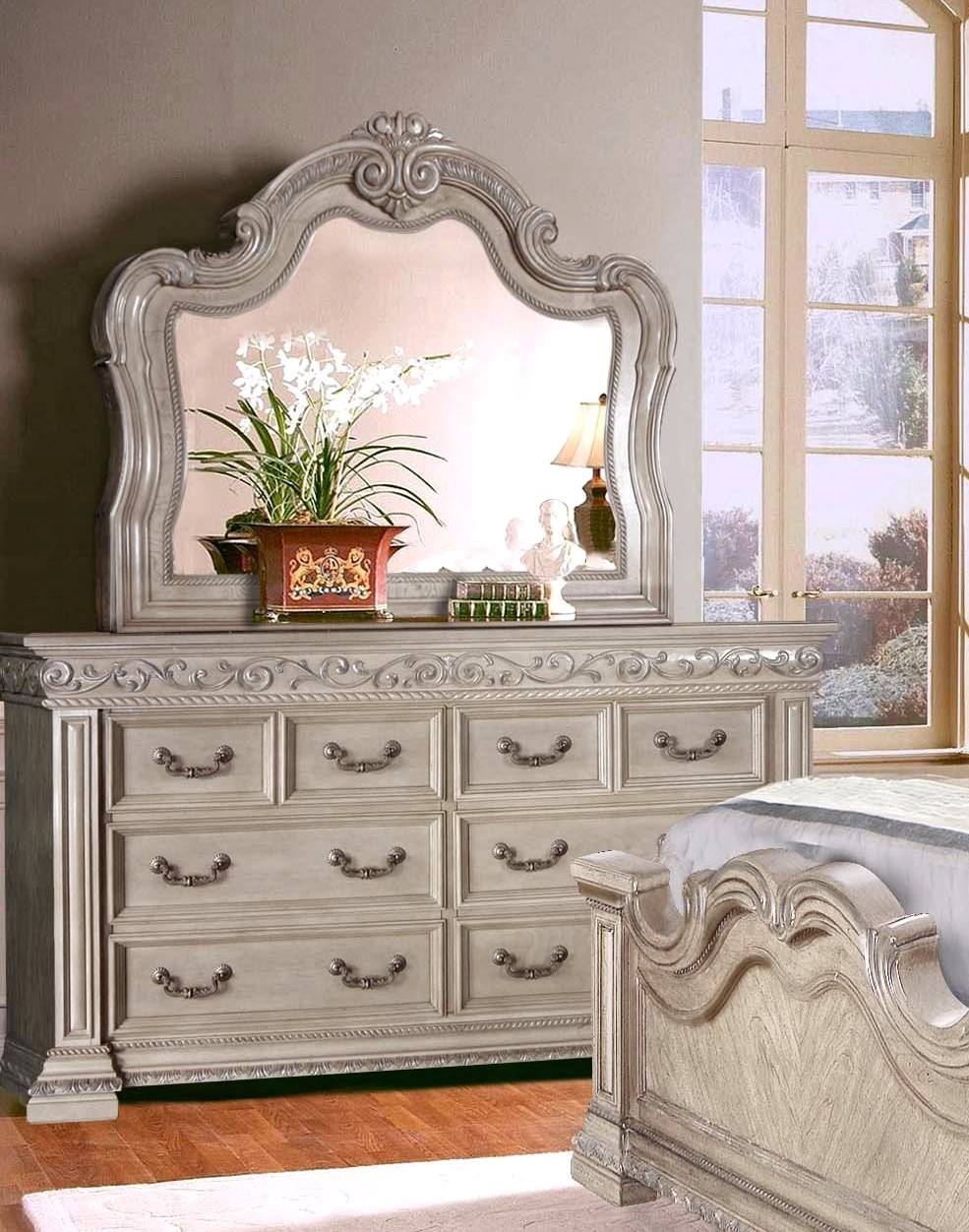 Valentine Antique Style 4 Pc King Bedroom Set In Antique White Finish