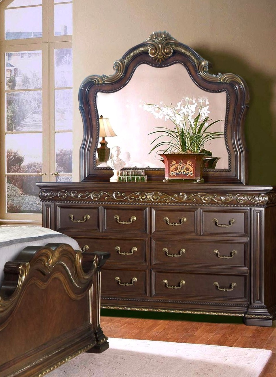Valentine Antique Style Queen 4 Pc Bedroom Set In Dark Brown Gold