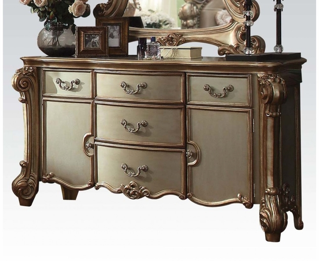 Vendome Traditional 5-Drawer Dresser In Gold Patina And Carved Details