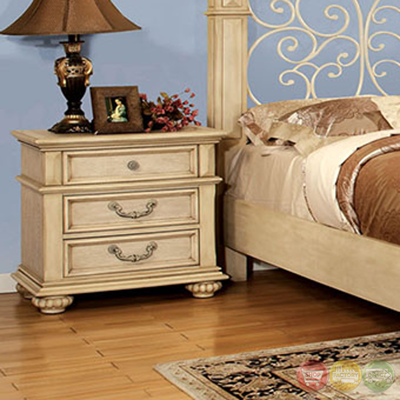 Waldenburg Traditional Antique White Bedroom Set With