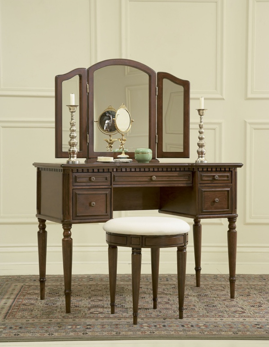 Warm cherry finish vanity with tri fold mirror and bench for Vanity with mirror and stool