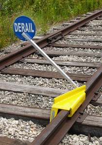 Aldon 4014-07-S Sabertooth® Portable Derail With Sign, Right Throw