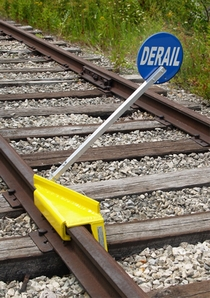 Aldon 4014-06-S Sabertooth® Portable Railroad Derail With Sign, Left Throw