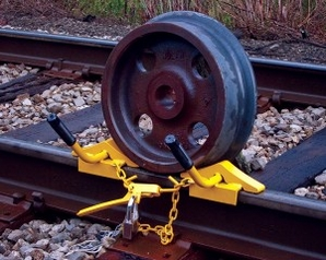 Nolan WC-11-100 Wheel Chock, Two Wc-1 Chocks Linked With Chain W/Tensioner, Lockable (60-141 Lb Rail) Padlock Included