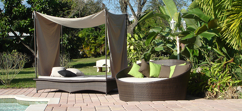 Jaavan Outdoor Daybed With Posts And Tent