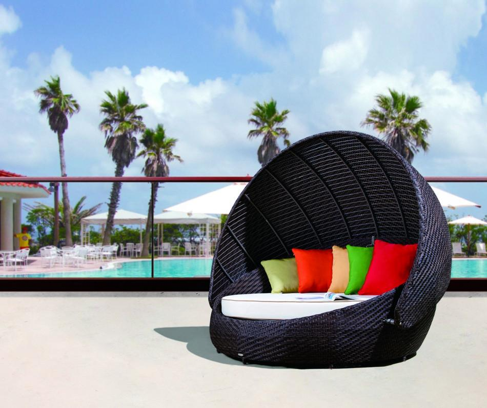Renava RB 016 Outdoor Round Day Bed With Canopy
