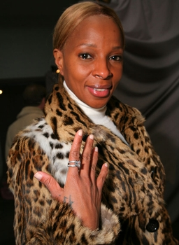 Mary J. Blige At Ziamond Cubic Zirconia Jewelers