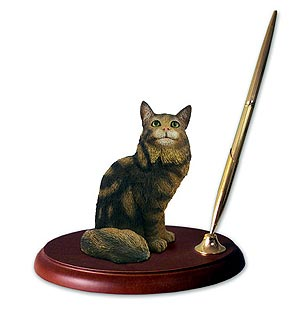 Maine Coon Cat Pen Holder
