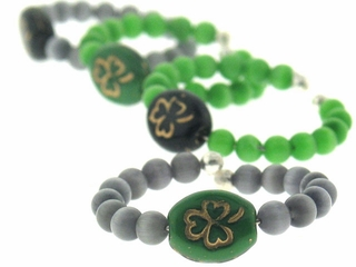 Green& Black Clovers w/ Cats Eye Wine Identifiers