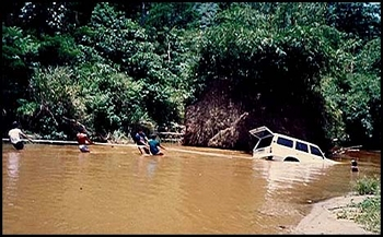 Luis Pages's  87' FJ-60, Sinks in River