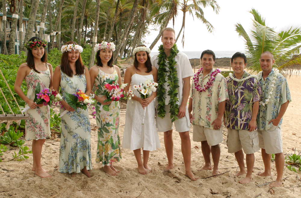 Wedding dresses dress hawaiian island matching wedding for Honolulu wedding dress rental