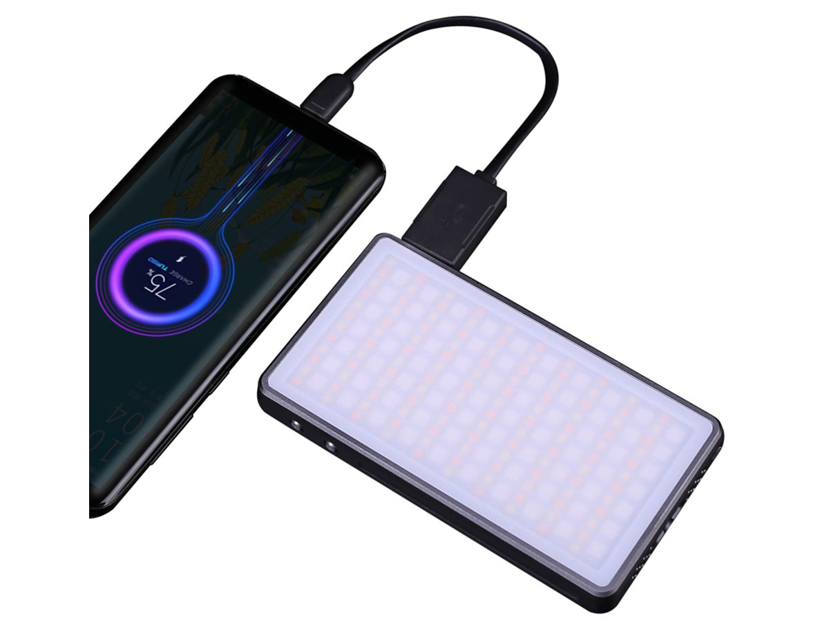 JETBeam PL-190R being used as a powerbank