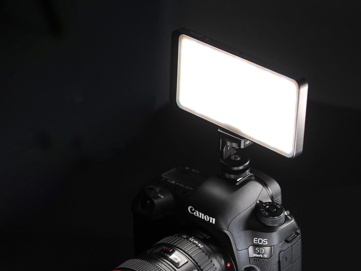 Sunwayfoto FL-120 Photography Fill Light fitted onto camera