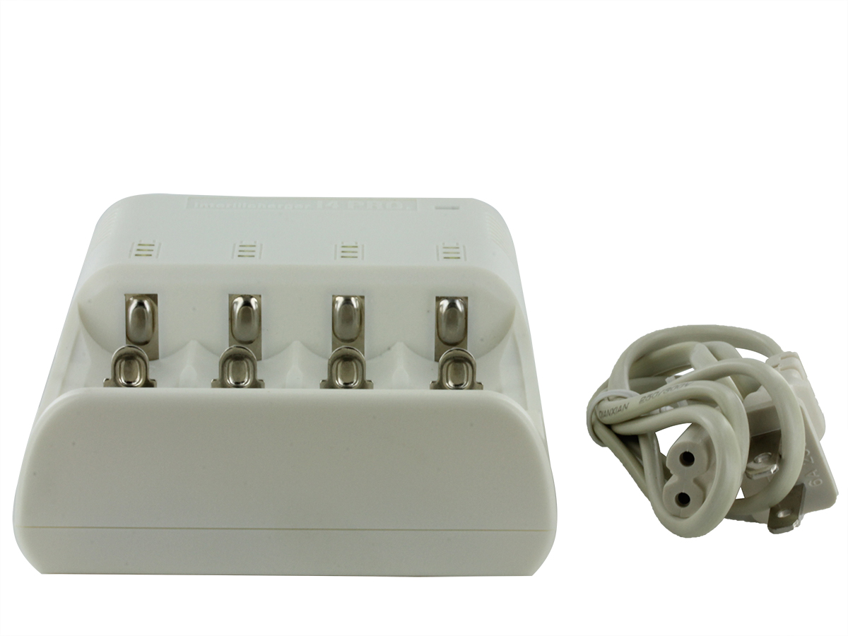 Bottom view of JETBeam i4 PRO charger in white with adapter