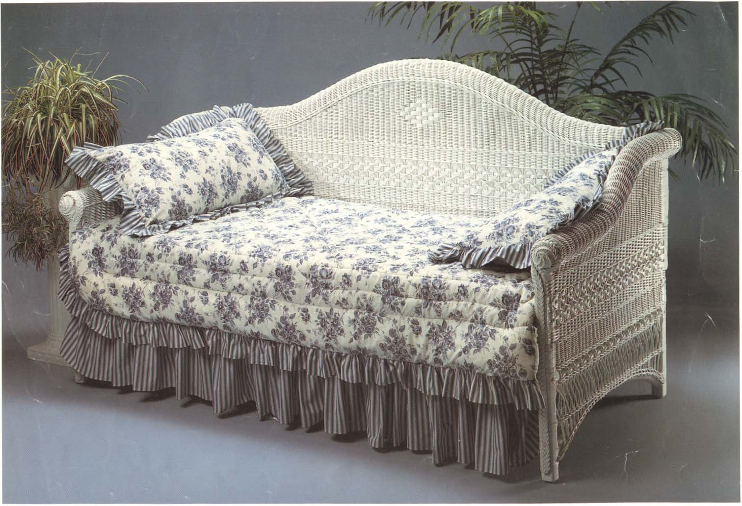 victorian wicker daybed wicker paradise. Black Bedroom Furniture Sets. Home Design Ideas