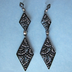 TRIANGLE TREASURES BLACK BEADED EARRINGS