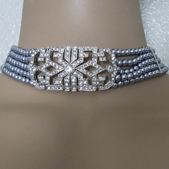 REIGNING QUEEN GREY FAUX PEARL VINTAGE-STYLED CHOKER