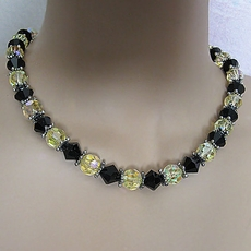 VINTAGE YELLOW-BLACK BEADED NECKLACE