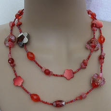 VINTAGE RED HEART BEADED NECKLACE