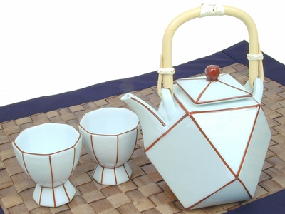 Red Borders Sake Set