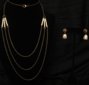 "30"" Antique Gold with Pearls Set"