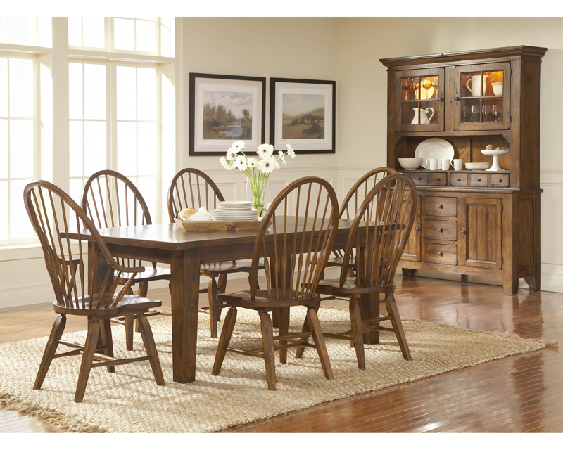 Broyhill Attic Heirlooms Rustic Oak Finish Dining Room Set K