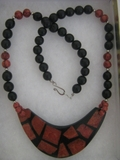 WOMEN'S FASHION MOTHER OF PEARL BLACK AND RED SHELL NECKLACE